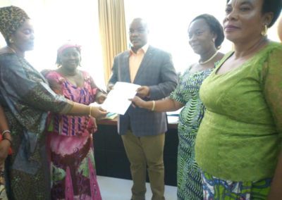 Communities and Civil Society representatives  hand over the letter to Governor of South Kivu
